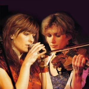 Sängerin (Mariana Trost) und Geigerin (Natalia Brunke) von High Fiddelity